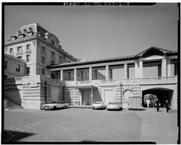 Southeast Side Of The Northeast Colonnade Between Bancroft Hall And Macdonough Hall